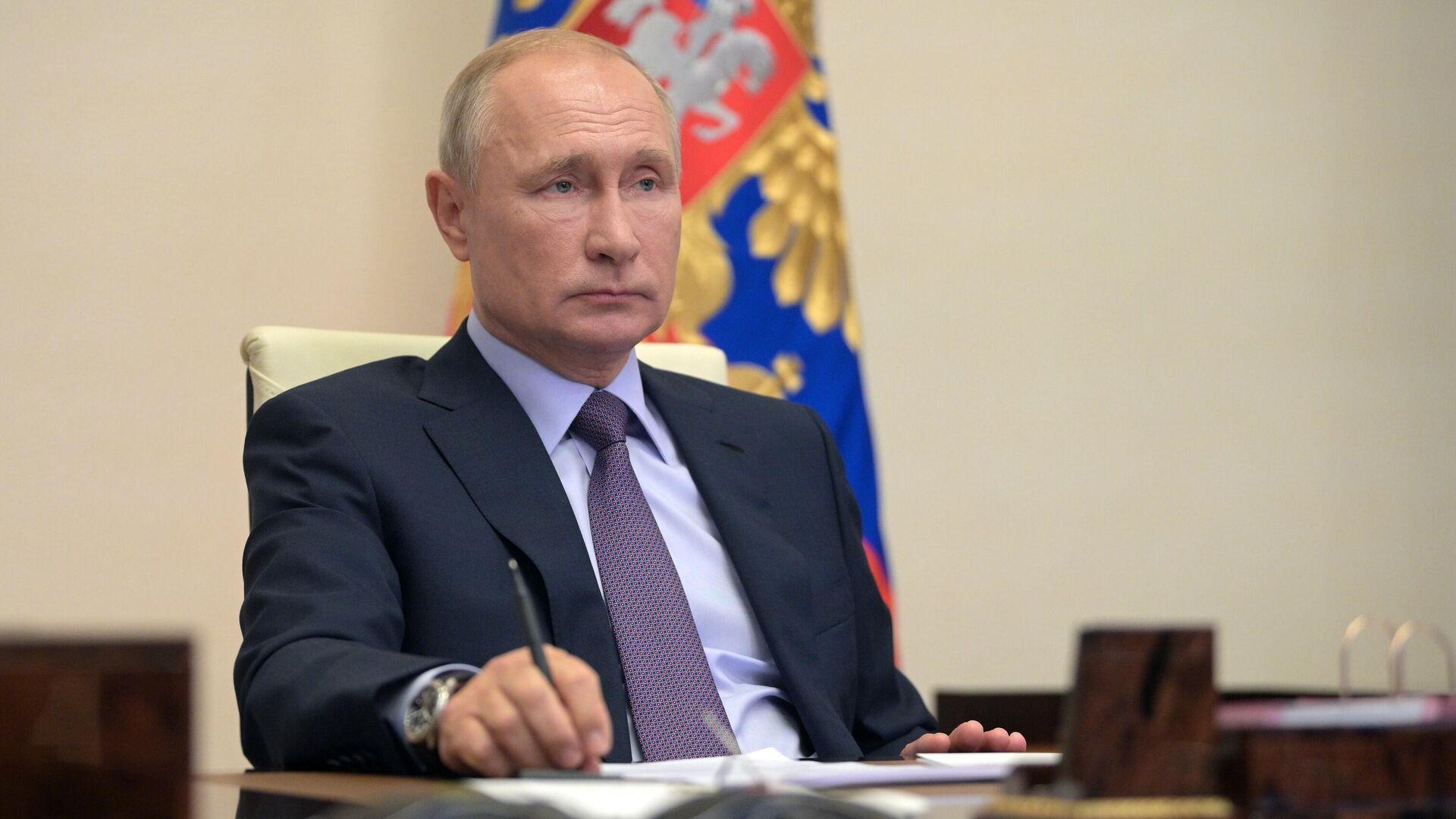 Президент РФ В. Путин провел заседание совета по стратегическому развитию и нацпроектам - РИА Новости, 1920, 13.07.2020