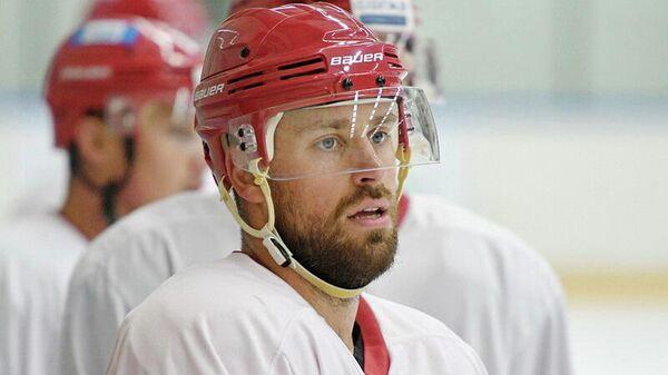 Хоккеист Никита Комаров