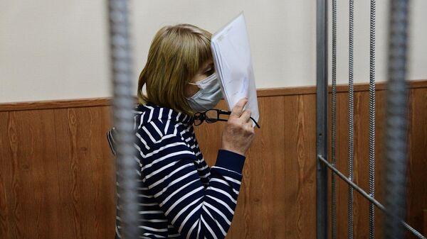Врач Валентина Чернышова, обвиняемая по делу о торговле детьми от суррогатных матерей, в Басманном суде Москвы