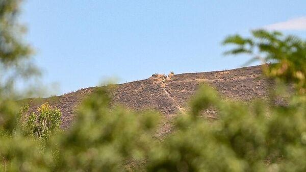 Предполагаемый боевой пост на территории Азербайджана, вид из села Айгепар в Армении