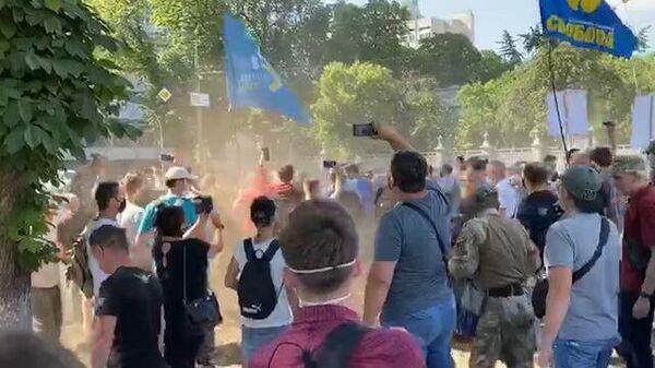 Митинг в Киеве против отмены обязательного обучения в школах на украинском языке