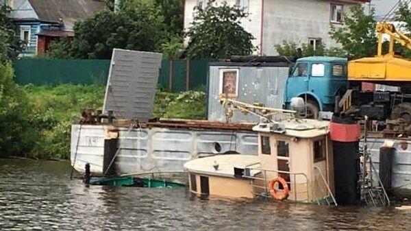 В Красногорске акватории реки Москва в районе улицы Центральной затонул частный буксир Январь