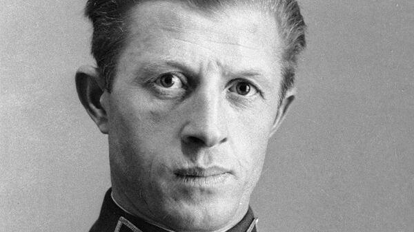 Александр Ильич Родимцев (1905-1977), доброволец-интернационалист, участник боев в Испании. 22 октября 1937 года за образцовое выполнение особого задания в Испании присвоено звание Героя Советского Союза.