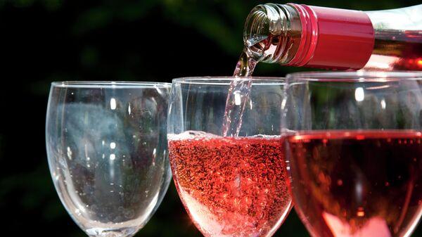 Розовое игристое вино