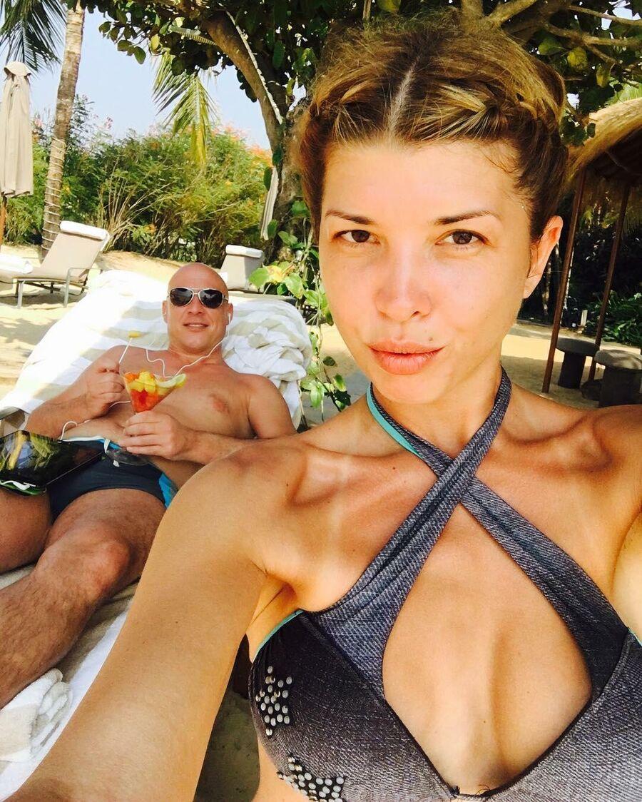 Денис Майданов с супругой Натальей на Гоа