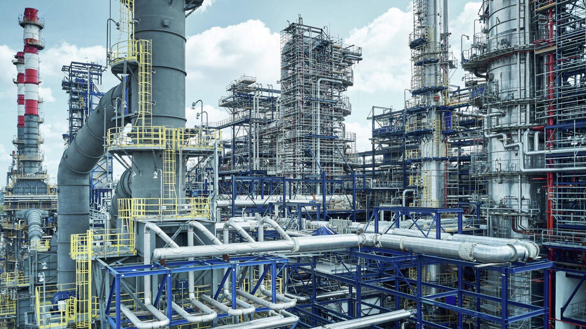 Площадка строительства комбинированной установки переработки нефти Евро+ на Московском НПЗ - РИА Новости, 1920, 09.11.2020
