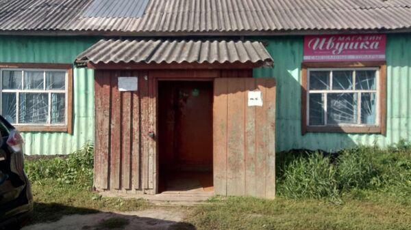 Вход в сельский магазин