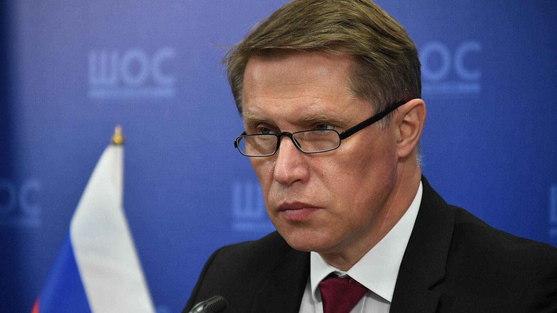 Мурашко: РФ осуждает попытки политизировать вопрос вакцинации от COVID-19