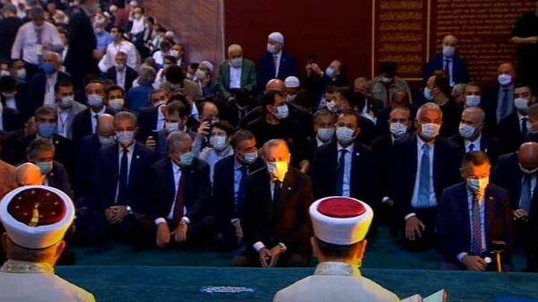 Президент Турции Реджеп Тайип Эрдога в соборе Святой Софии в Стамбуле. Кадр видео