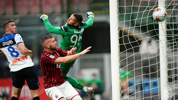 Игровой момент матча Милан - Аталанта