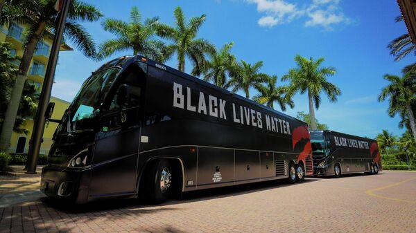 Автобусы команд НБА в Орландо