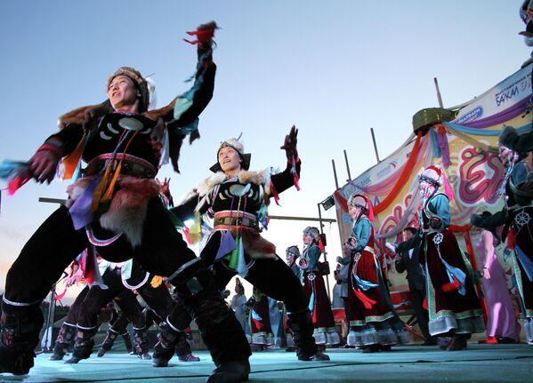 Фестиваль национального танца Ночь ехора в Бурятии