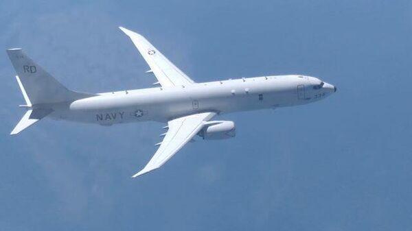 Кадры приближения Су-27 к американскому самолету-разведчику