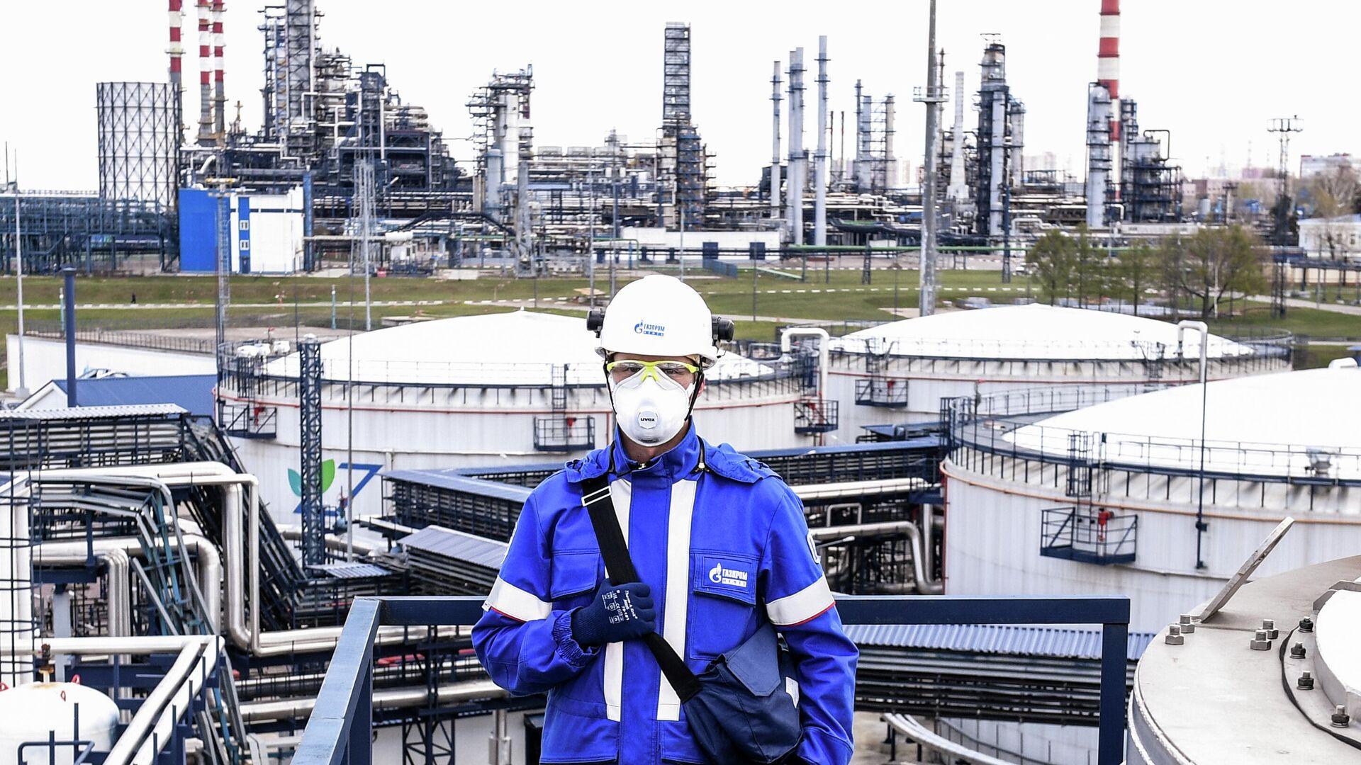 Оператор комплекса переработки нефти Евро+ Московского нефтеперерабатывающего завода  - РИА Новости, 1920, 20.10.2020