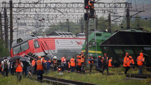 В Петербурге окончили восстановительные работы после столкновения поездов