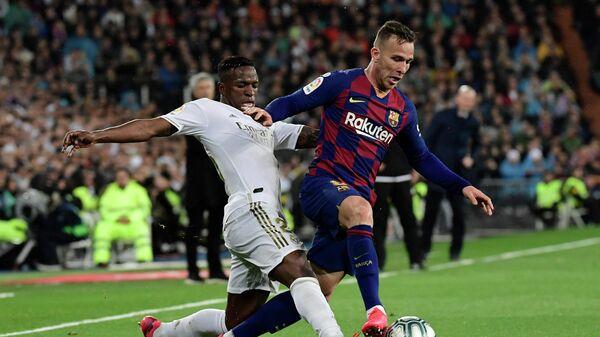 """СМИ: """"Барселона"""" подаст в суд на Артура в связи с его отказом играть в ЛЧ"""