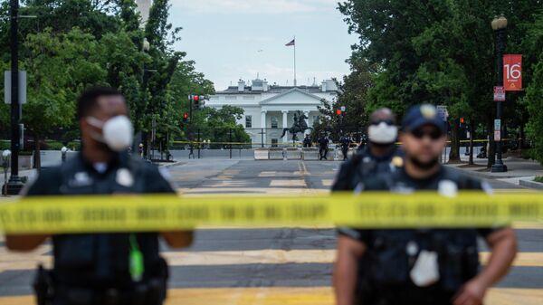 Полиция на площади возле Белого дома в Вашингтоне