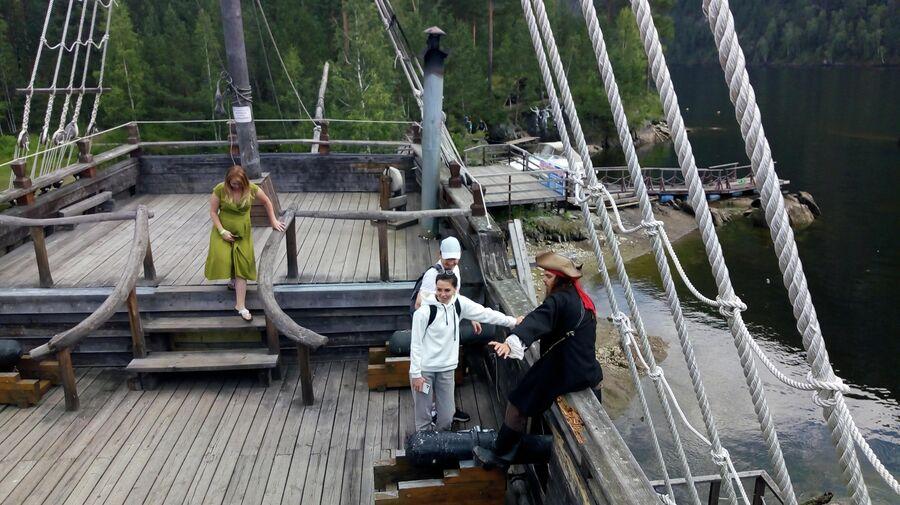 На пиратском корабле Тортуга