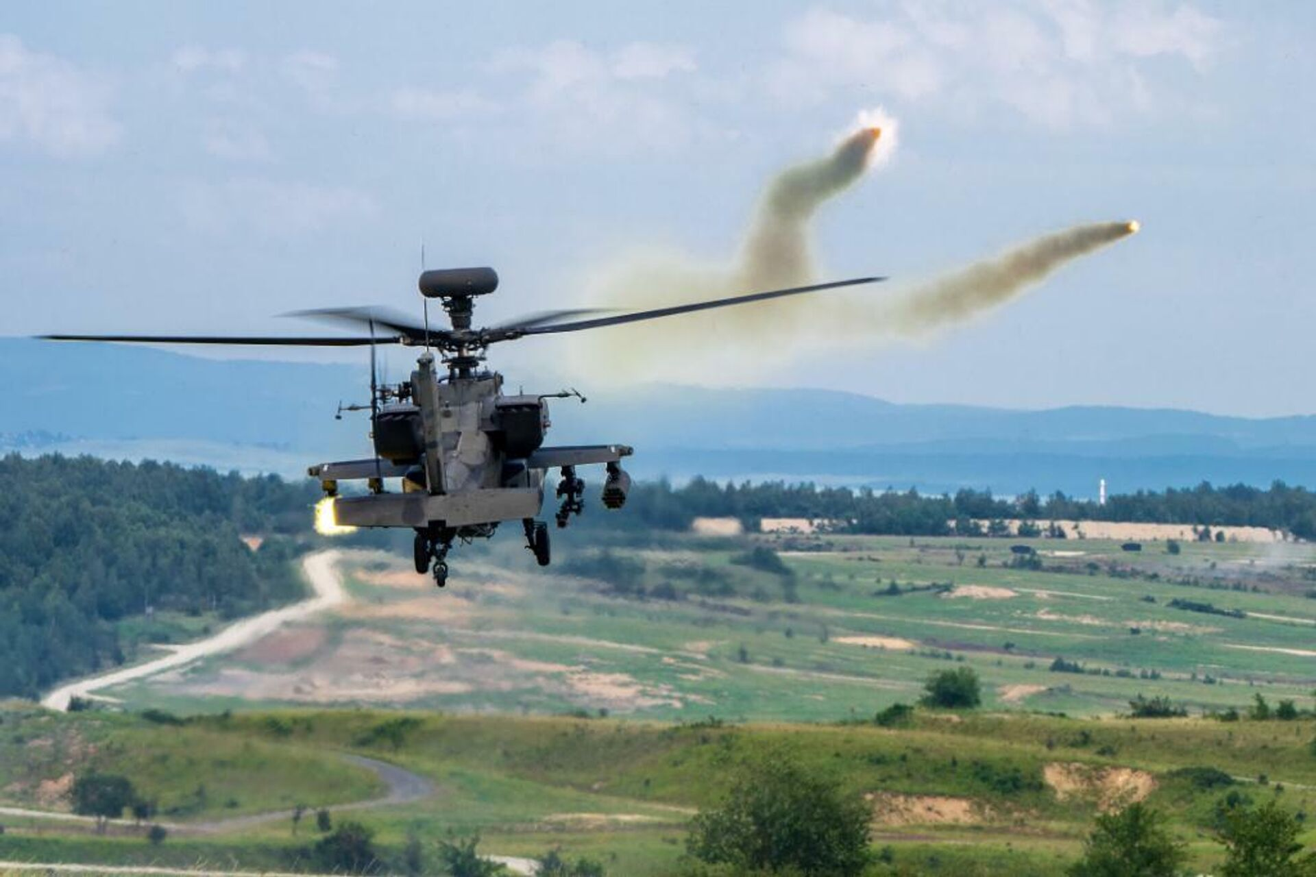 Американский ударный вертолет CAB AH-64 Apache во время учений в Германии - РИА Новости, 1920, 27.11.2020