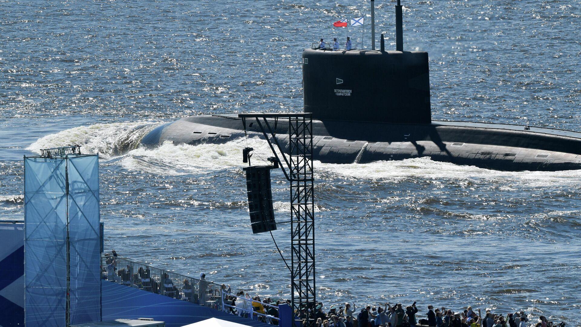 Подводная лодка Б-274 Петропавловск-Камчатский во время Главного военно-морского парада по случаю Дня ВМФ на Кронштадтском рейде - РИА Новости, 1920, 07.09.2020