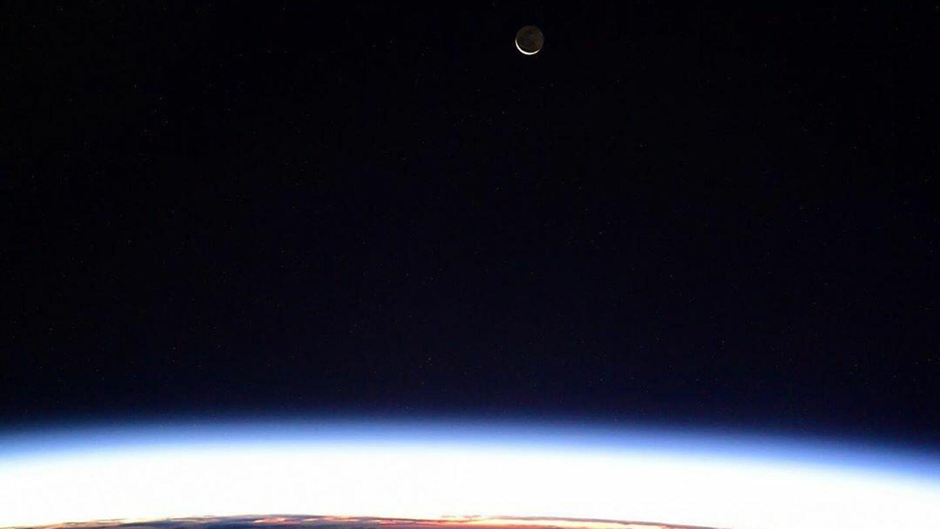 Вид на Луну с борта МКС - РИА Новости, 1920, 15.09.2021