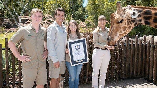 Самый высокий жираф по кличке Форест в зоопарке Австралии