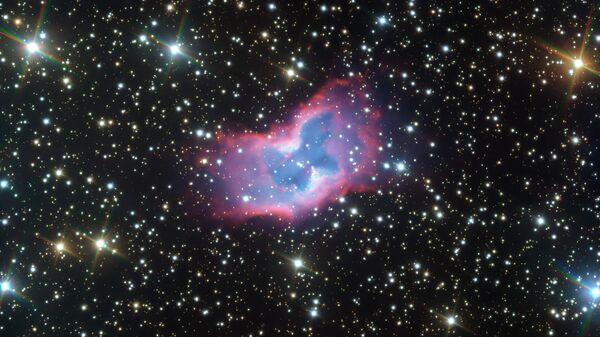 """Телескоп VLT сделал самое красивое фото """"космической бабочки"""""""