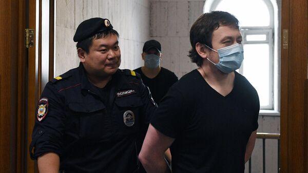 Бывший полицейский Игорь Ляховец, обвиняемый в превышении полномочий и фальсификации доказательств в отношении журналиста Ивана Голунова, в суде