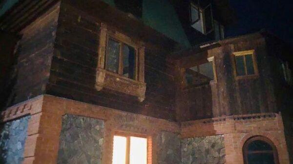 Кадры осмотра места происшествия, где обнаружены тела четырех человек