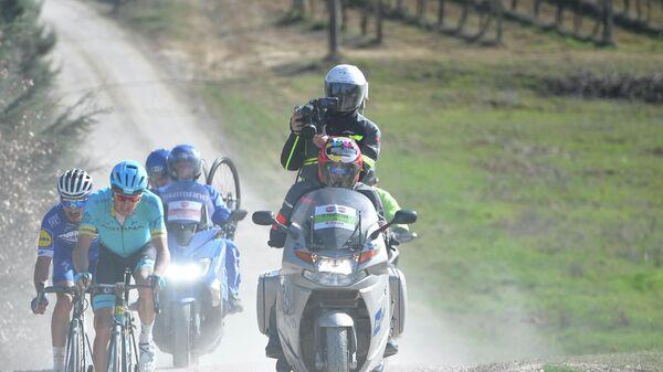 Велогонщики во время гонки