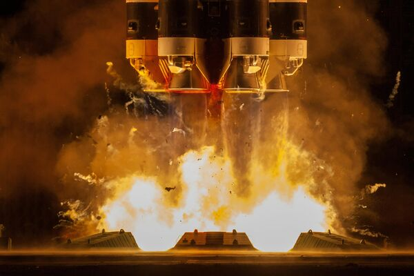 Запуск ракеты-носителя Протон-М с разгонным блоком Бриз-М с телекоммуникационными спутниками Экспресс-80 и Экспресс-103 с космодрома Байконур