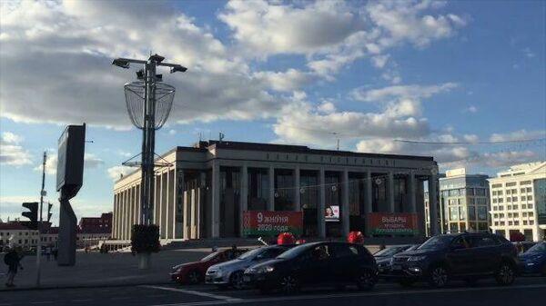 Флешмоб оппозиции в Минске: автомобилисты сигналили, проезжая мимо Дворца республики