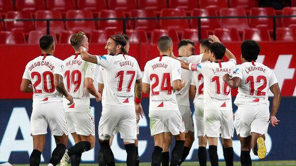 Футболисты Севильи в матче Лиги Европы УЕФА