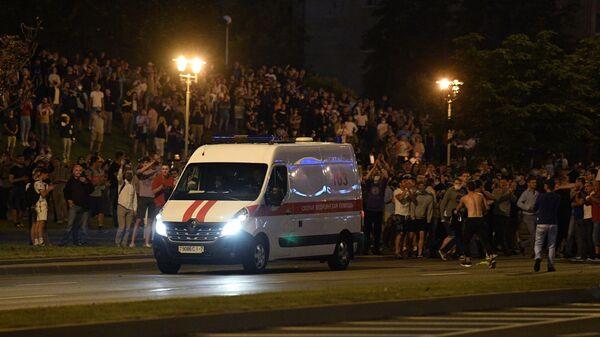 Автомобиль скорой помощи на одной из улиц в Минске