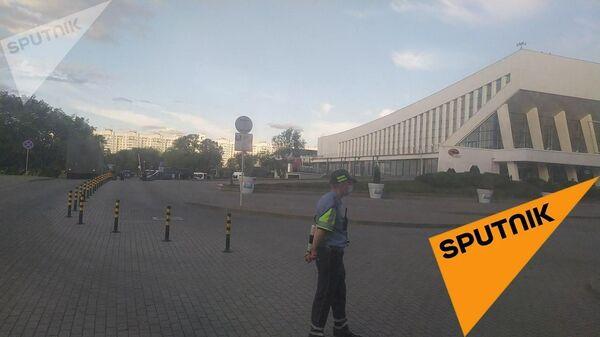 Спецтехника и силовики в центре Минска за Дворцом спорта. 11 августа 2020