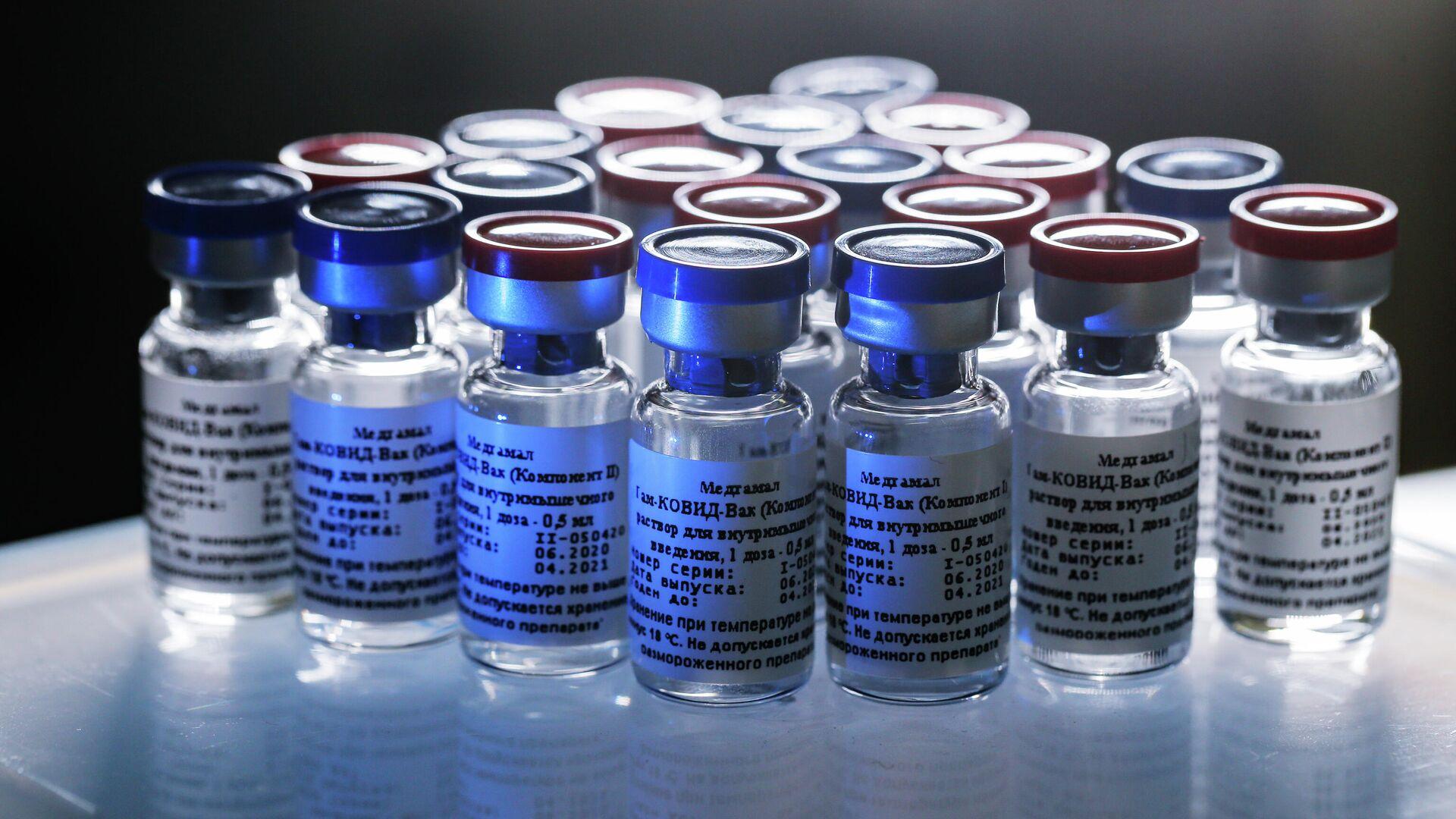 Вакцина против новой коронавирусной инфекции впервые в мире зарегистрирована в России 11 августа - РИА Новости, 1920, 02.09.2020