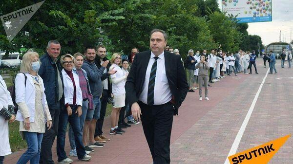 Глава Минздрава Белоруссии Владимир Караник на акции врачей в Минске
