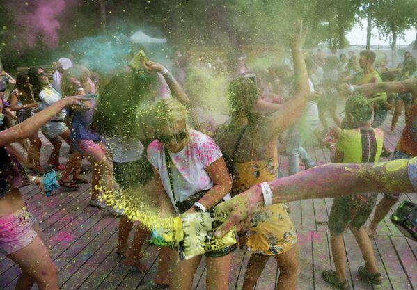 Фестиваль красок Холи в Киеве, Украина