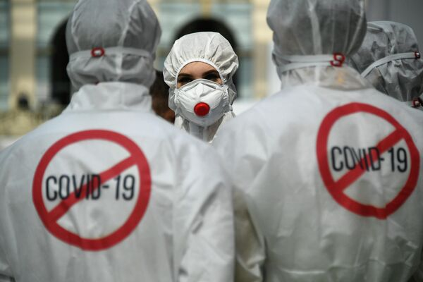 Демонстрация защитных костюмов на выставке всероссийского форума Здоровье нации — основа процветания России