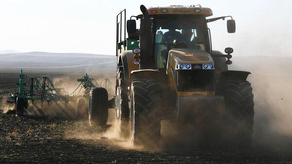 Трактор за грант: фермер развивает бизнес с помощью государства