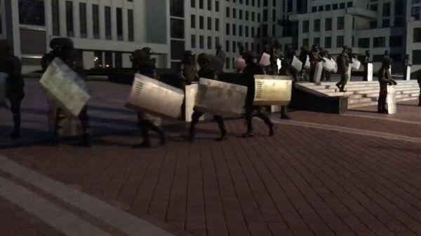 Опустевшая площадь Независимости: у Дома правительства расходятся демонстранты и ОМОН