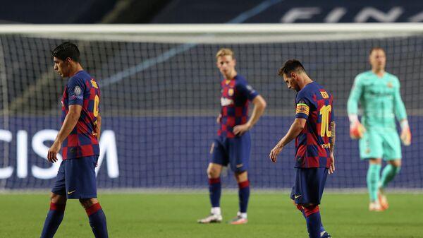 Капитан Барселоны Лионель Месси (справа) после разгромного поражения от Баварии (2:8) в Лиге чемпионов