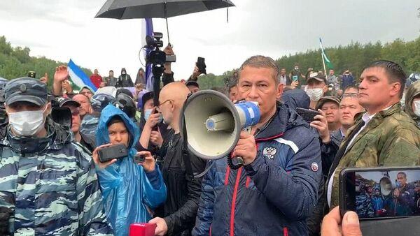Глава Башкортостана Радий Хабиров во время встречи с экоактивистами, выступающими против промышленной разработки шихана Куштау Башкирской содовой компанией
