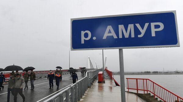 Строители автомобильного моста через Амур между Благовещенском и китайским Хэйхе