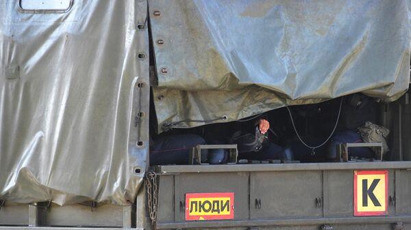 Сотрудники правоохранительных органов возле Минского завода колёсных тягачей