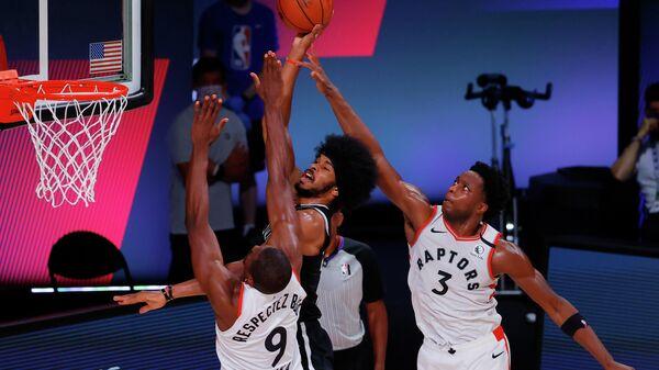 Игровой момент матча Торонто - Бруклин