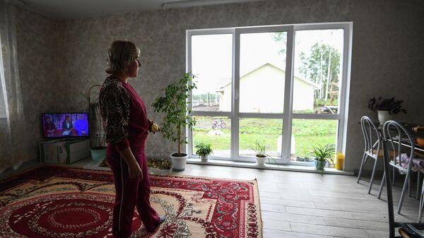 Местная жительница Татьяна Долгих в новом доме в микрорайоне Березовая роща в городе Тулун Иркутской области