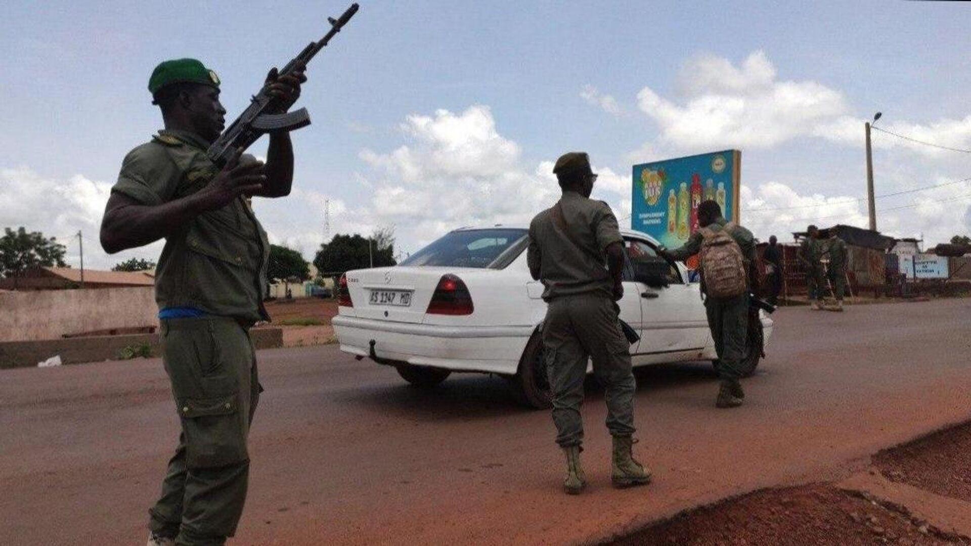 Военнослужащие во время митинга в поддержку военного мятежа в столице Мали Бамако - РИА Новости, 1920, 05.01.2021