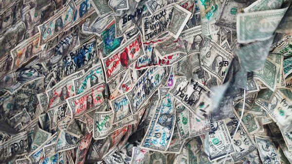 Банкноты, использованные в интерьере кафе на острове Ки-Уэст в штате Флорида