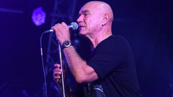 Музыкант, солист группы Моральный кодекс Сергей Мазаев выступает на Международном музыкальном фестивале Koktebel Jazz Party - 2020 в Крыму